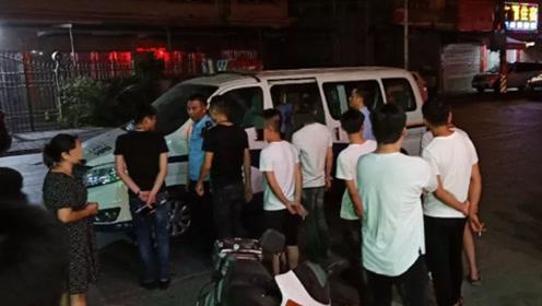 汕头村民围捕抓获3名外地男子 警方连夜将人带走