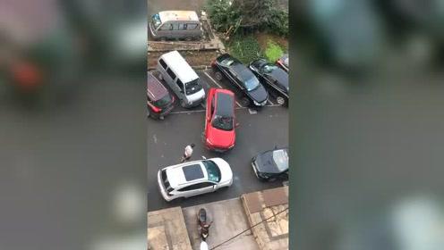 女司机停车就是任性,足足停了半个多小时