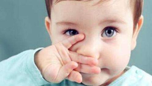 宝宝流鼻血时仰头、塞纸巾、拍凉水,哪种方法最靠谱?宝妈要了解