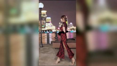 上海外滩遇到的旗袍美女,外滩的夜色和姑娘一样让人着迷