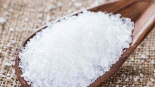 枕头里放点盐太厉害了!每天晚上枕着睡,颈椎病也好了,省钱又实用
