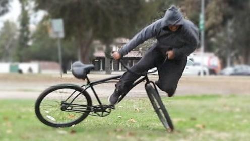 老外将自行车绑在大树旁,竟有人企图骑走?网友:看着真解气