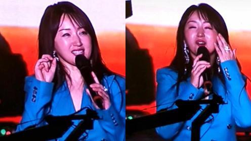 48岁甜歌天后杨钰莹商演再唱经典,脸部僵硬胖了一大圈认不出