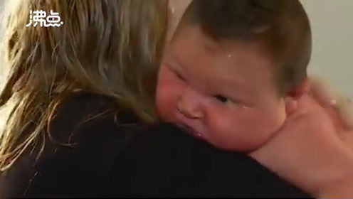 """女子生下12斤超重""""相扑巨婴"""" 体重是普通婴儿两倍"""