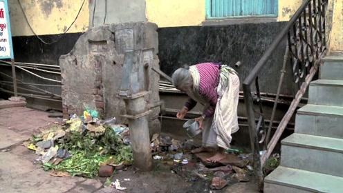 印度人上厕所不带纸,那是怎么清理的?相信绝大多数人都明白