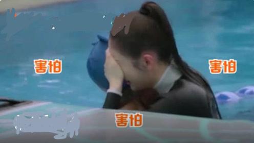 张天爱挑战桨板瑜伽,水上瑜伽展现好功底,落水后紧抱教练不撒手