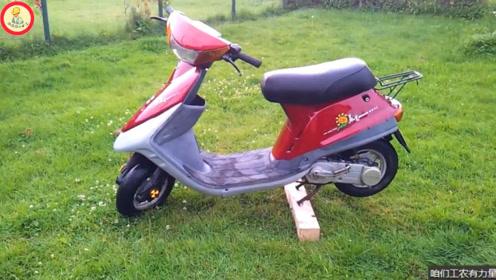 1985年轻骑引进了铃木技术,它制造出我国第一辆踏板型摩托车:木兰