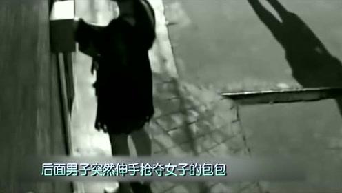 深夜短裙美女刚到家门口,男子突然动手欲行不轨,她拼死反抗!
