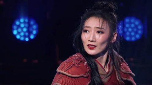 英姿飒爽女舞者,表演《花木兰》,飒就一个字!