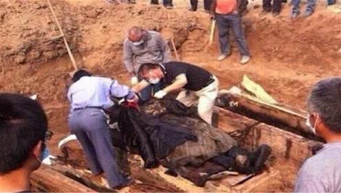 湖北古墓重见天日,墓中一活物2000年不死,专家直呼不可能