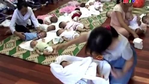 孤儿院又来了十几个小宝贝,忙到抽不开身,真希望有人收养