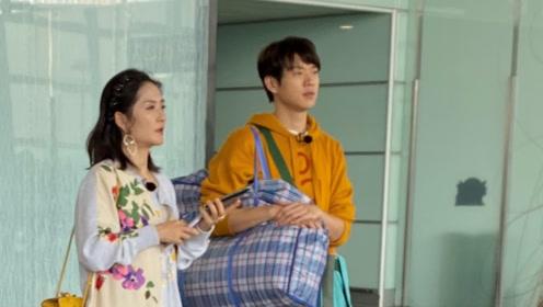 魏大勋背编织袋与师傅谢娜现身机场,新造型像下乡务农