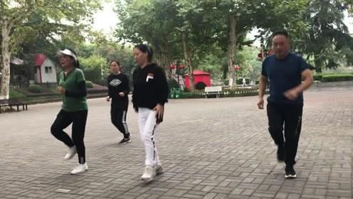 鬼步舞减肥操,简单10步教学,1分钟轻松学会,每天跳轻松瘦
