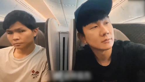 """林俊杰飞机上和助理""""吵架"""",赌气升起隔板:不要让我看到你"""