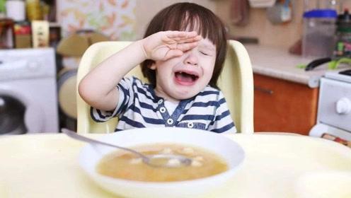 孩子不好好吃饭愁坏人?宝妈学会这3招,再也不用追屁股后边喂了
