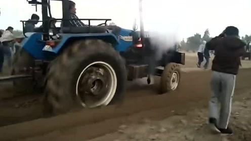 拖拉机极限负载测试,一脚地板油,拖拉机受不了了