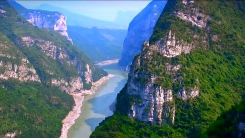 穿越地球最美裂缝,赏80米银河飞瀑,探秘大自然的鬼斧神工