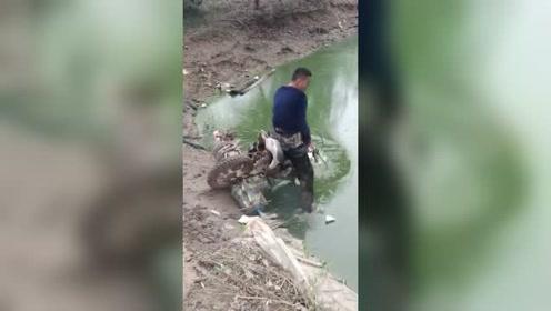 农村大哥改装的水上摩托车,下水的瞬间,不淡定了!