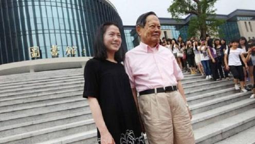 """28岁的她""""攀高枝""""嫁给82岁教授,15年过去了,过得怎样?"""