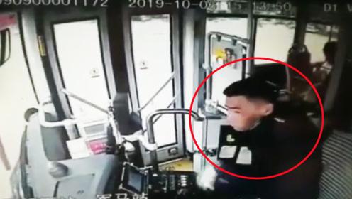 公交车行驶中遇油罐车爆胎 公交车窗瞬间炸裂将司机脸划伤