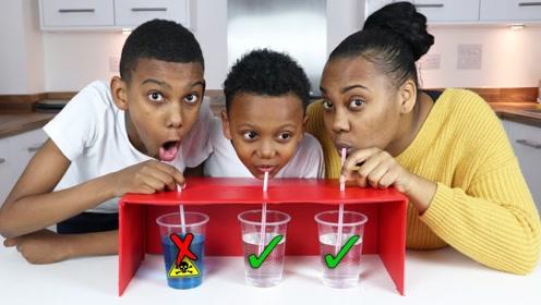 """挑战未知游戏!熊孩子一上来就选到""""黑暗饮料"""",结果下场太惨了!"""