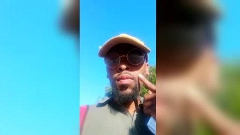 男子上传邻居被害视频,听着尖叫声搔首弄姿自拍,却不报警求救