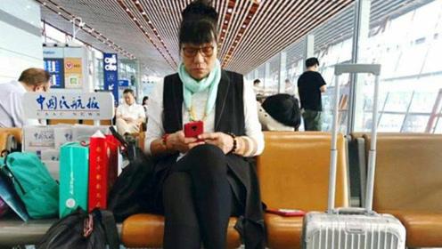 52岁郑海霞独自现身, 双腿变形无人搀扶, 丈夫消失3年未曾露面