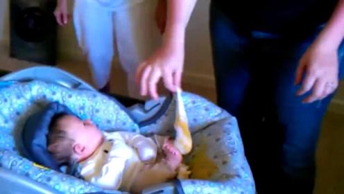 小宝贝拉肚子喷的到处都是,妈妈都崩溃了,这画面太美了不忍直视