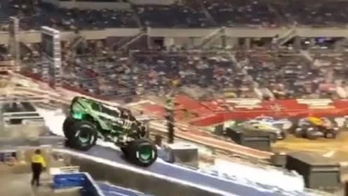 这车...咋能飞这么高?