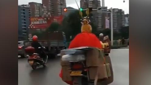 """""""大师兄""""骑摩托车流中穿梭 被通知去警队""""取经"""""""