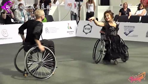 感人!这段轮椅上的双人舞,震撼了在场的观众