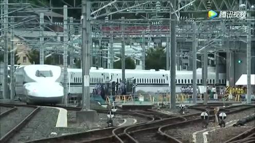 日本新干线列车进站过程