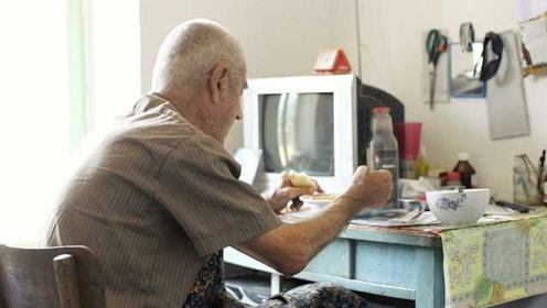 老人独自就餐危害健康,日本年轻人视频陪伴远程用餐
