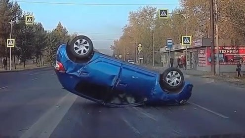 外国女司机的奇葩操作,自己都不知道怎么翻车的!