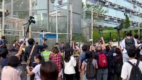 陈同佳出狱称愿去台湾受审
