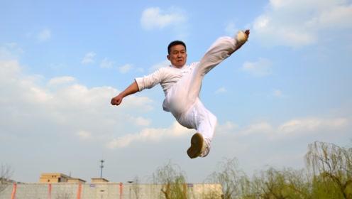农村小伙苦练十年武术,腿法竟然比电影还炫酷!