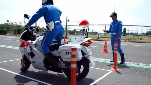 日本骑警演示如何接近静止下保持平衡,这技术得练多久?