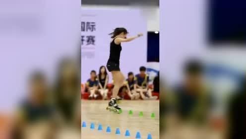 中国自由式轮滑,花桩女王苏菲浅!是所有玩家心目中的女神