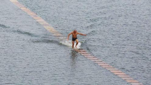 """少林武僧展示""""水上漂"""",水中奔跑120米,打破吉尼斯纪录"""