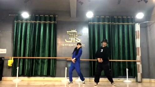姐弟俩舞蹈室跳最火的《大田後生仔》,网友:看点十足!