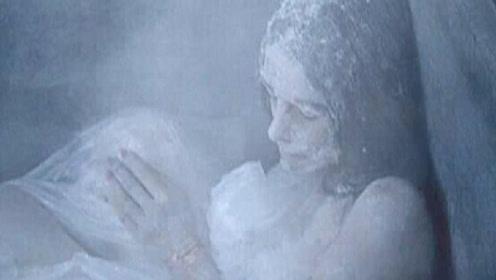 为什么人在极度受冻时,都会自动脱掉衣服?答案你绝对想不到!