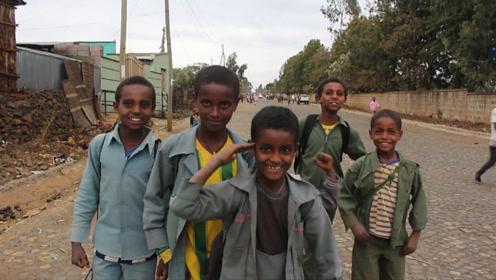 中国小伙穷游埃塞俄比亚,危险时竟遇到中国工程队【野蛮行走03】