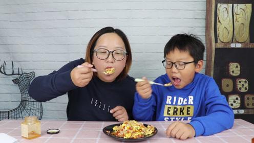 """500元一斤的""""秃黄油""""用来炒饭,吃起来太美味了,就是有点奢侈"""