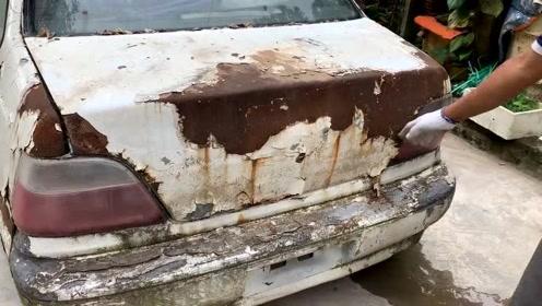 野外发现一辆被人遗弃的汽车,男子二话不说拆开就翻新