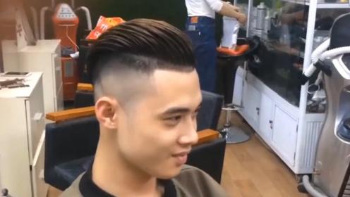 """男生还在剪""""锅盖头""""发型?95后都开始留背头了,帅气翻倍"""