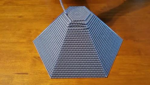 牛人用5万颗巴克球打造埃及金字塔,他能成功吗?拭目以待