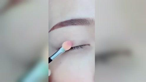 粉色少女系的眼妆,这一涂一抹,只有大师才会这手法啊