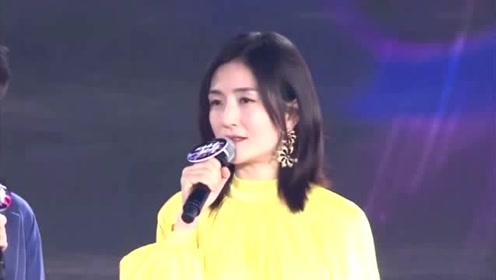她37岁生下双胞胎女儿,今穿亮黄色收腰连衣裙,依旧娇嫩成少女