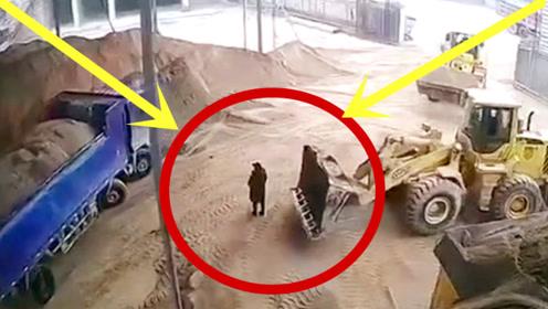 女子被铲车铲起,倒入搅拌机进料口,找到时已成肉泥!