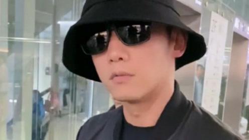 郑凯现身机场怒怼粉丝,别对着脸拍行吗?太吓人了